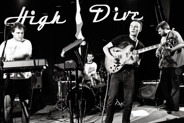 Spontaneous Rex playing at High Dive
